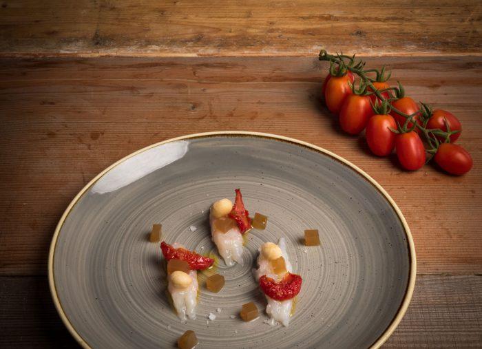 Scampo, pomodorino confit e gelatina al tamarindo